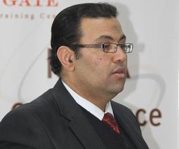 الأستاذ الدكتور / أشرف عبدالرحمن
